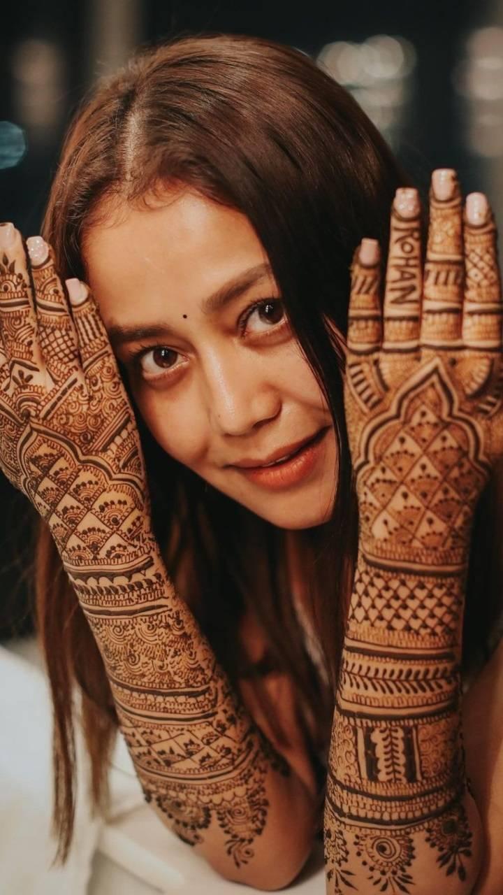 Flaunting henna