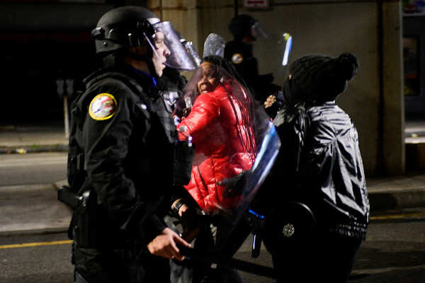Philadelphia: Violent protests erupt over fatal police shooting