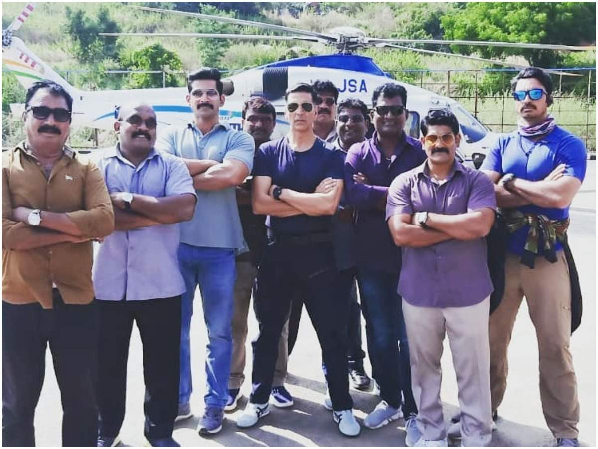 Vivan with Akshay Kumar and the team of Sooryavanshi