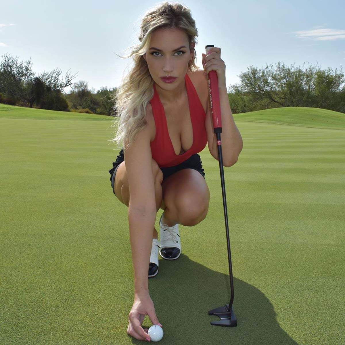 Stunning golfer Paige Spiranac gives fans golf lessons on social media