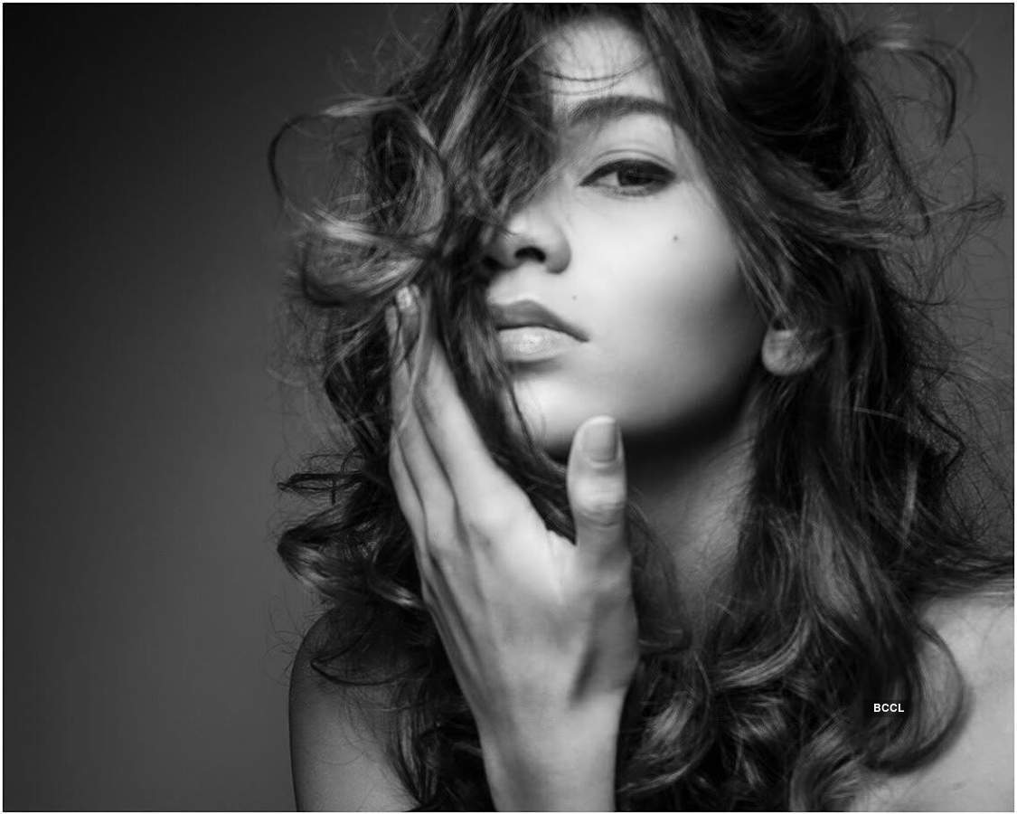 Jameela Calcuttawala ups the glam quotient with her alluring pictures