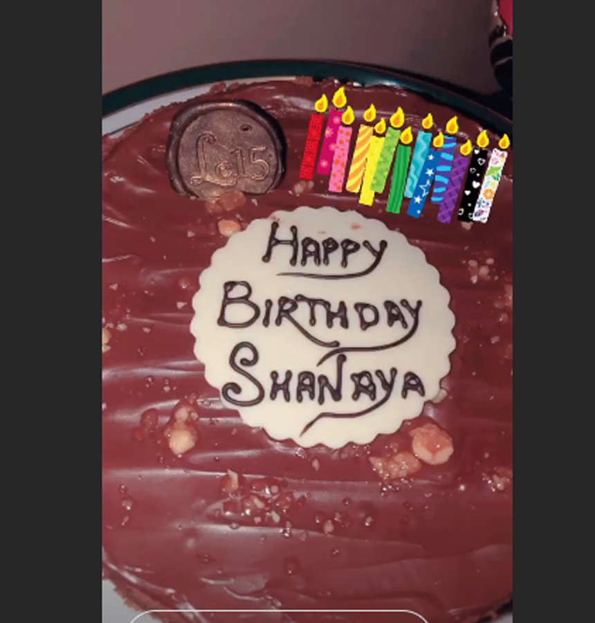 , WATCH: Shanaya Kapoor kicks off her birthday celebrations with a midnight bash and a lot of cake – Times of India, Indian & World Live Breaking News Coverage And Updates