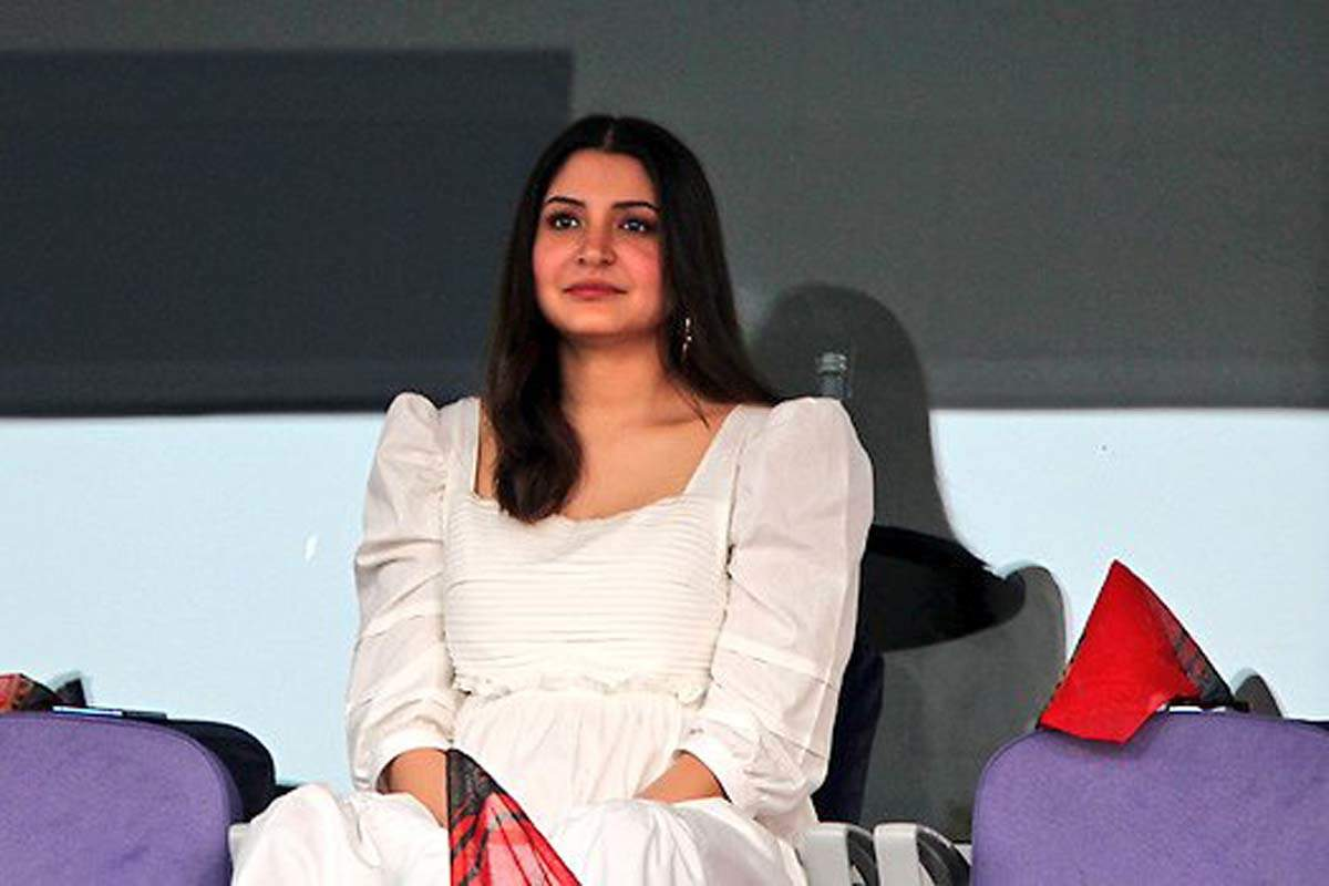 Anushka Sharma's pregnancy glow in stylish dresses steals the show in IPL 2020