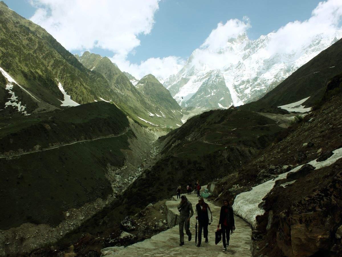 Uttarakhand: Kedarnath and Badrinath receive snowfall, sharp dip in mercury