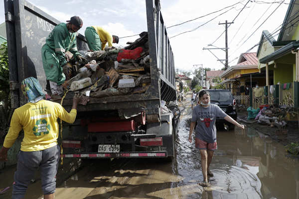 Super Typhoon slams Philippines