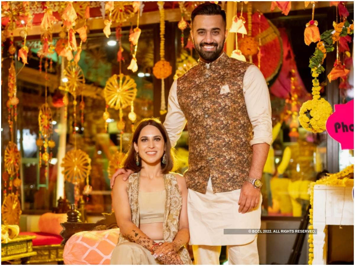 Vishal Karwal and Heena at their mehendi ceremony (Sunny Dhiman)