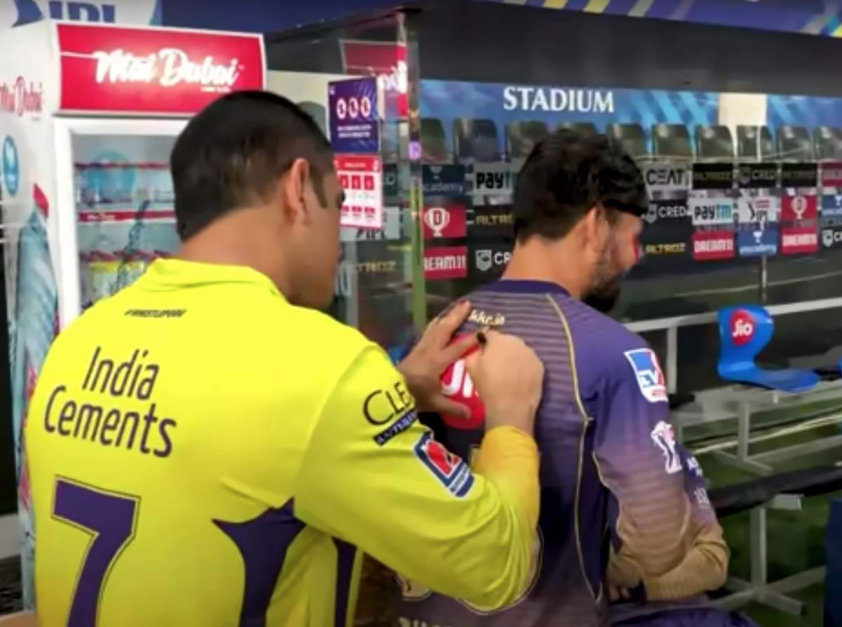 These pics of MS Dhoni giving away signed jerseys to players go viral