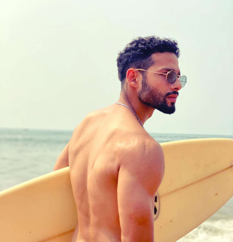 'Gully Boy' actor Siddhant Chaturvedi sets the temperature soaring with his beach vacay pics