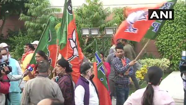 Election: BJP supporters start celebration as NDA leads in Bihar