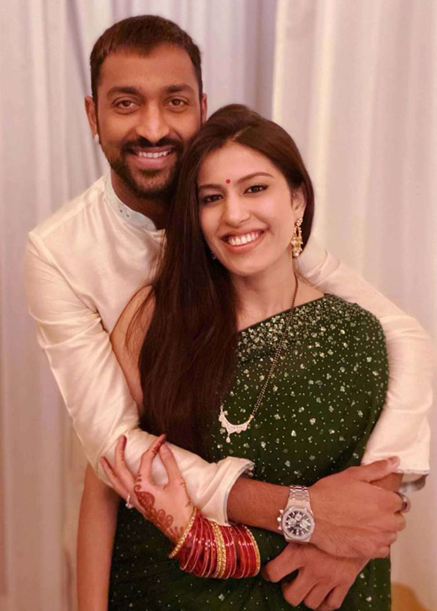 These romantic pictures of Krunal Pandya and his wife Pankhuri are winning the internet