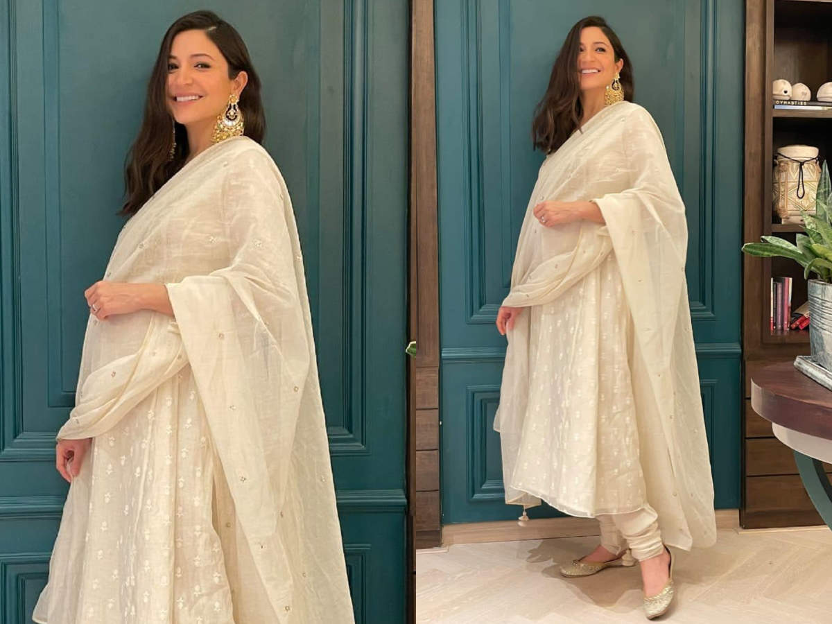Anushka Sharma nails pregnancy ethnic look with this white anarkali | The  Times of India