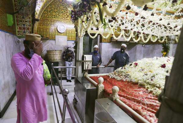 Religious places reopen for devotees in Maharashtra