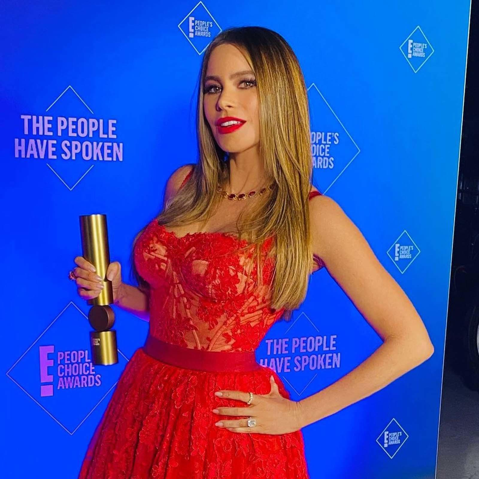 These gorgeous celebs nailed the fashion game at the 2020 People's Choice Awards