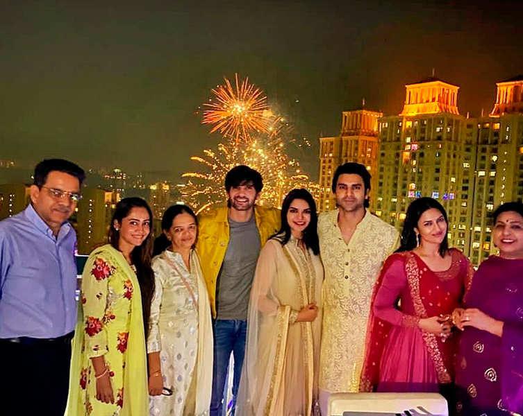 Divyanka and Vivek soak in the festive spirit of Diwali and Bhai Dooj