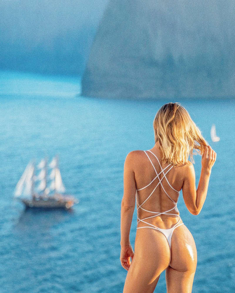 Pictures of globe-trotting beauty Sara Underwood are sweeping the internet