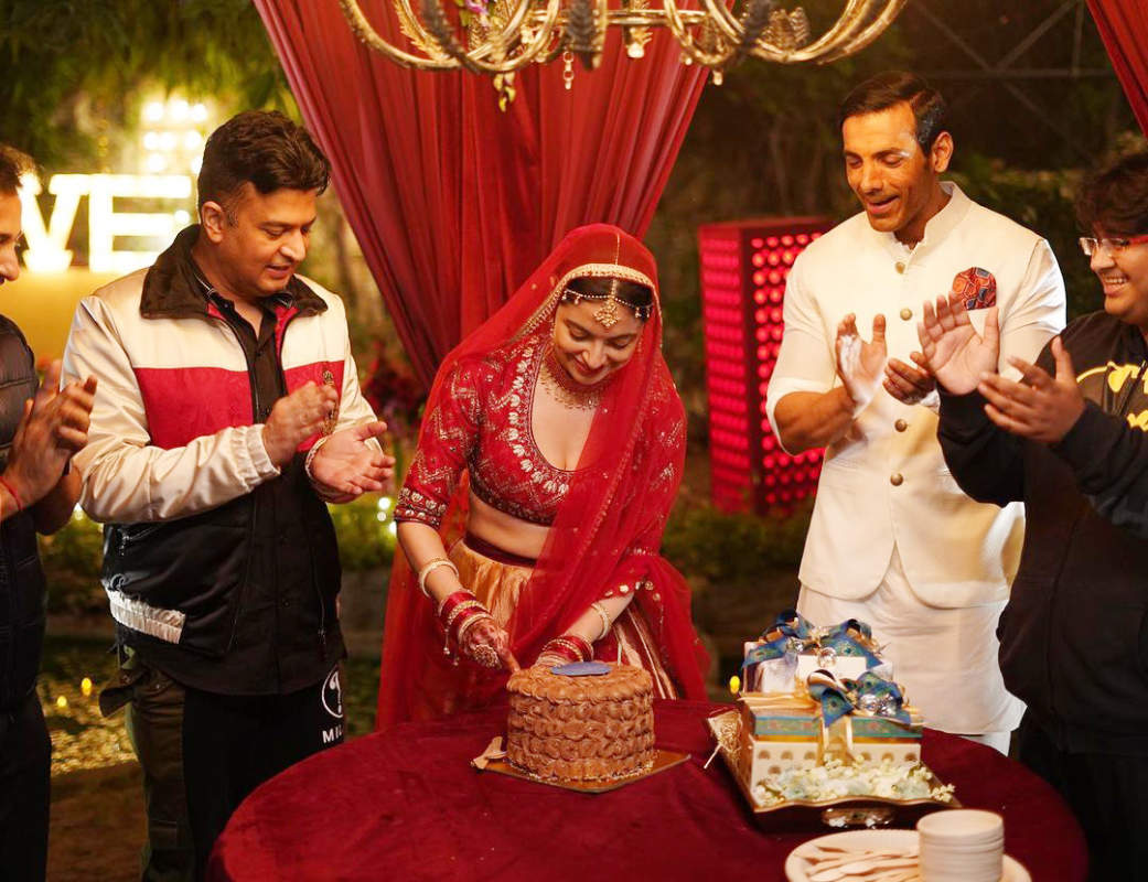 Divya Khosla Kumar rings in her birthday with John Abraham & others on the sets of 'Satyameva Jayate 2'