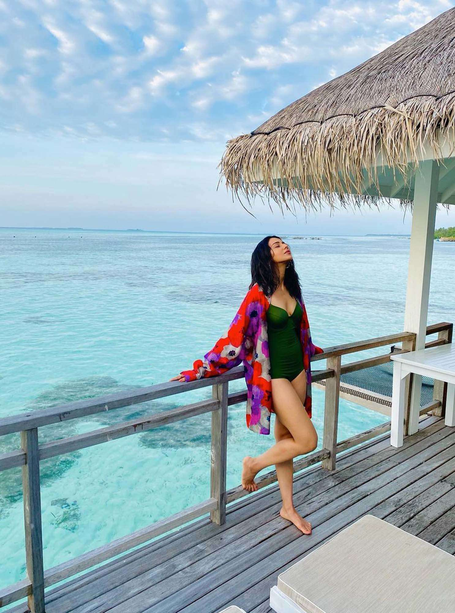 Beach vacation pictures of Rakul Preet Singh will make you pack your bags!