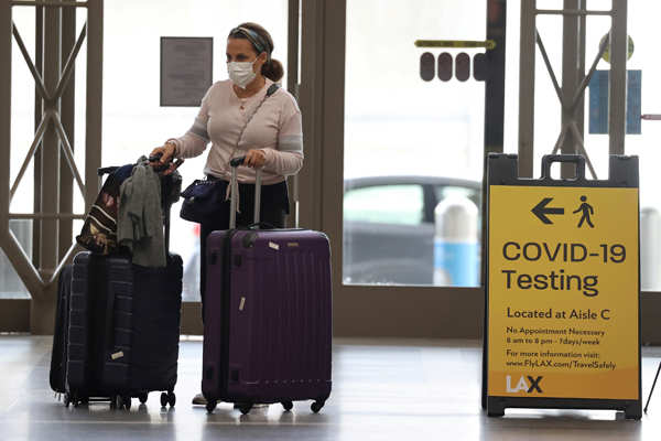 US Thanksgiving travelers defy COVID-19 warnings