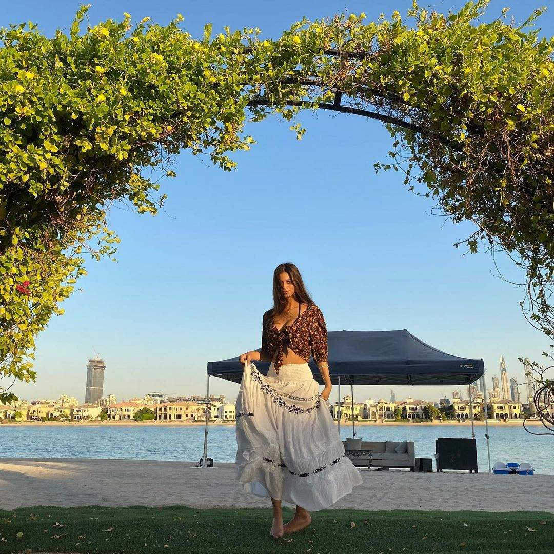 New glamorous pictures of Shah Rukh Khan's daughter Suhana Khan
