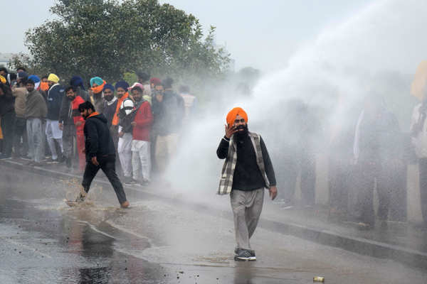Farmers clash with police in protest over farm laws