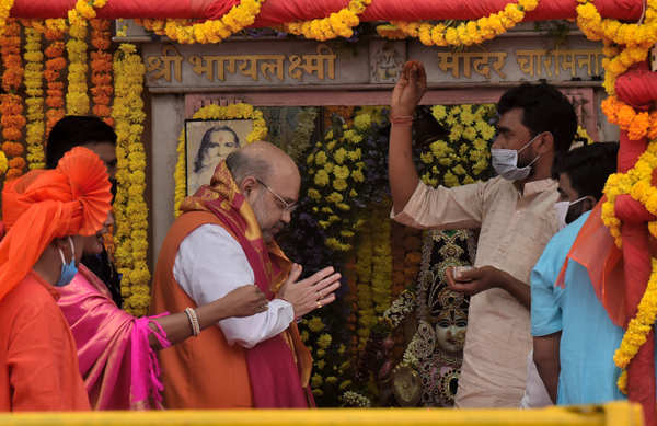 GHMC polls: Amit Shah holds roadshow in Hyderabad