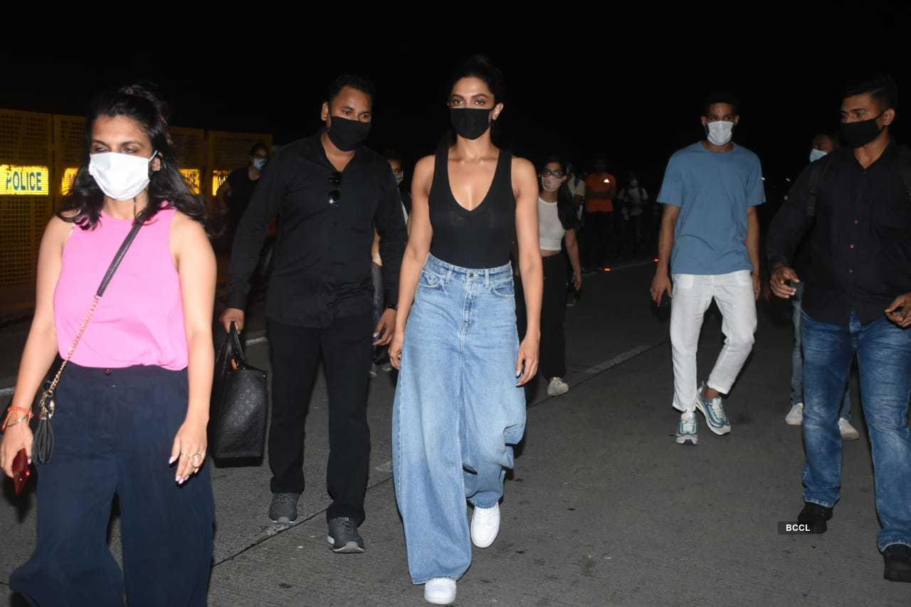 Photos: Deepika Padukone stuns in a black tank top and ...