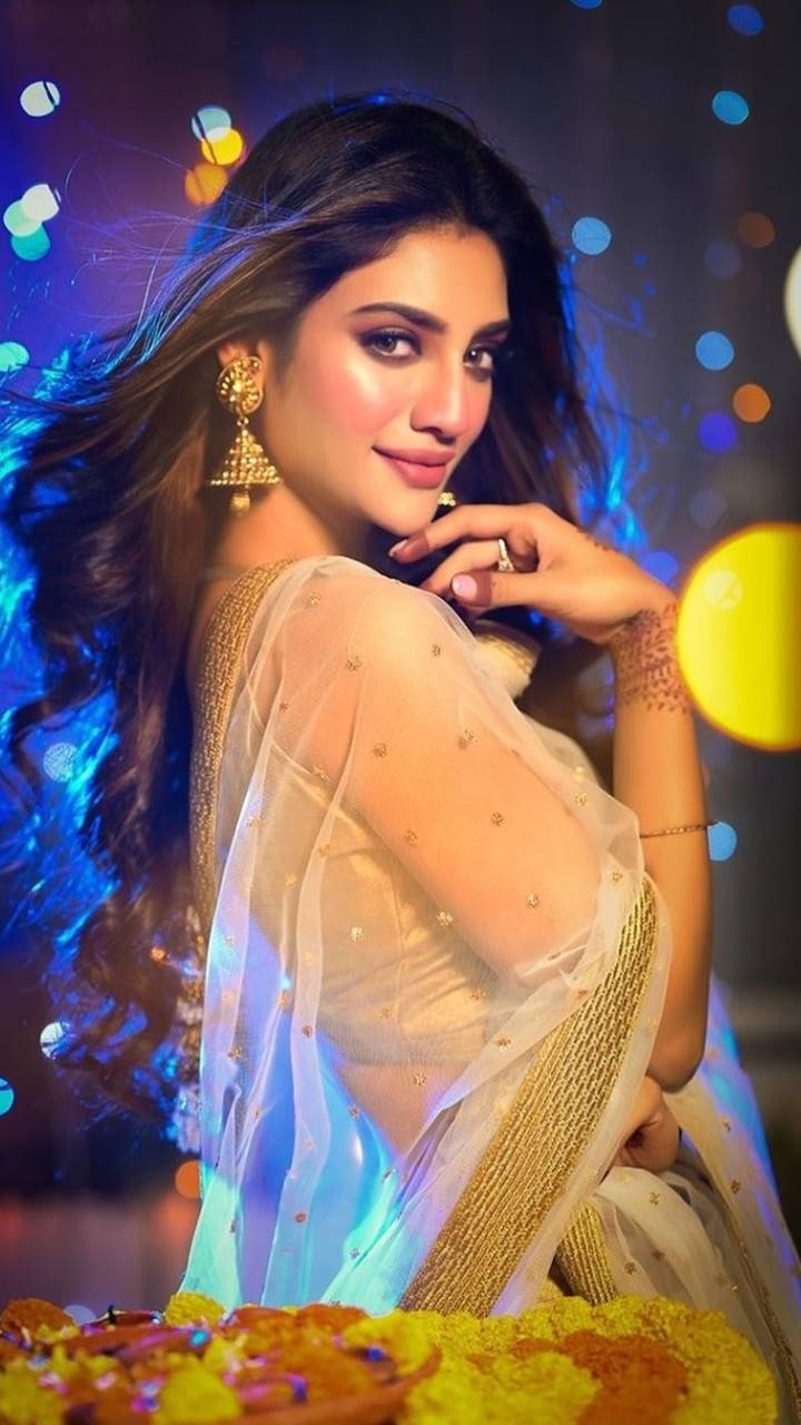 Nusrat Jahan: The sizzling beauty with brain | Times of India