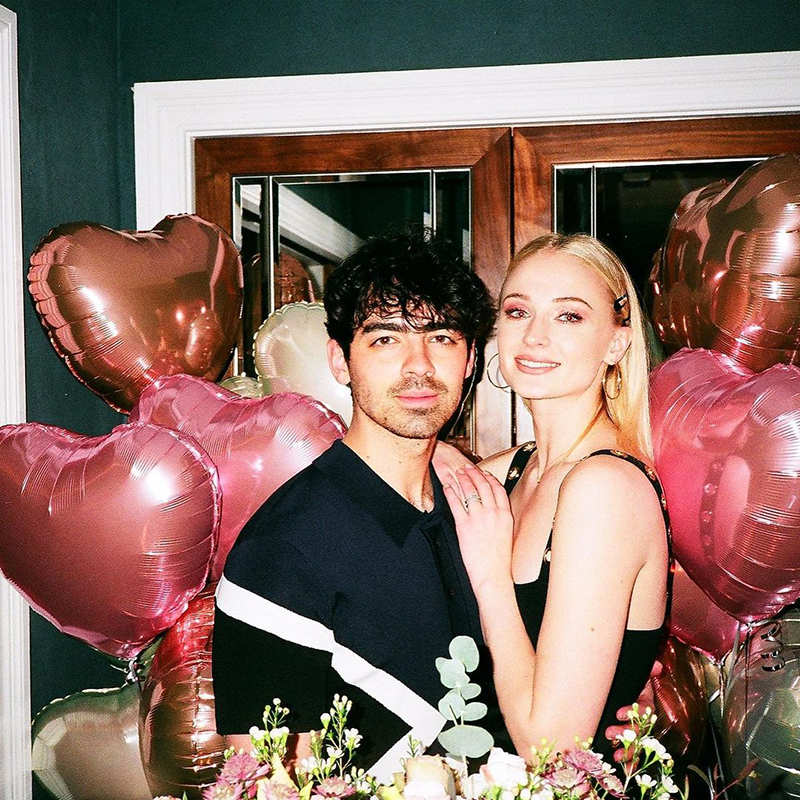 Sophie Turner flaunts her baby bump in this lovely throwback picture with Joe Jonas