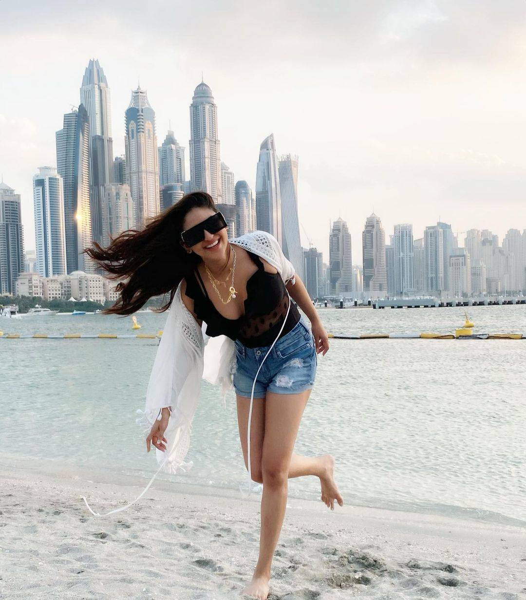 Alluring pictures of Krystle D'souza prove that she is a true fashionista