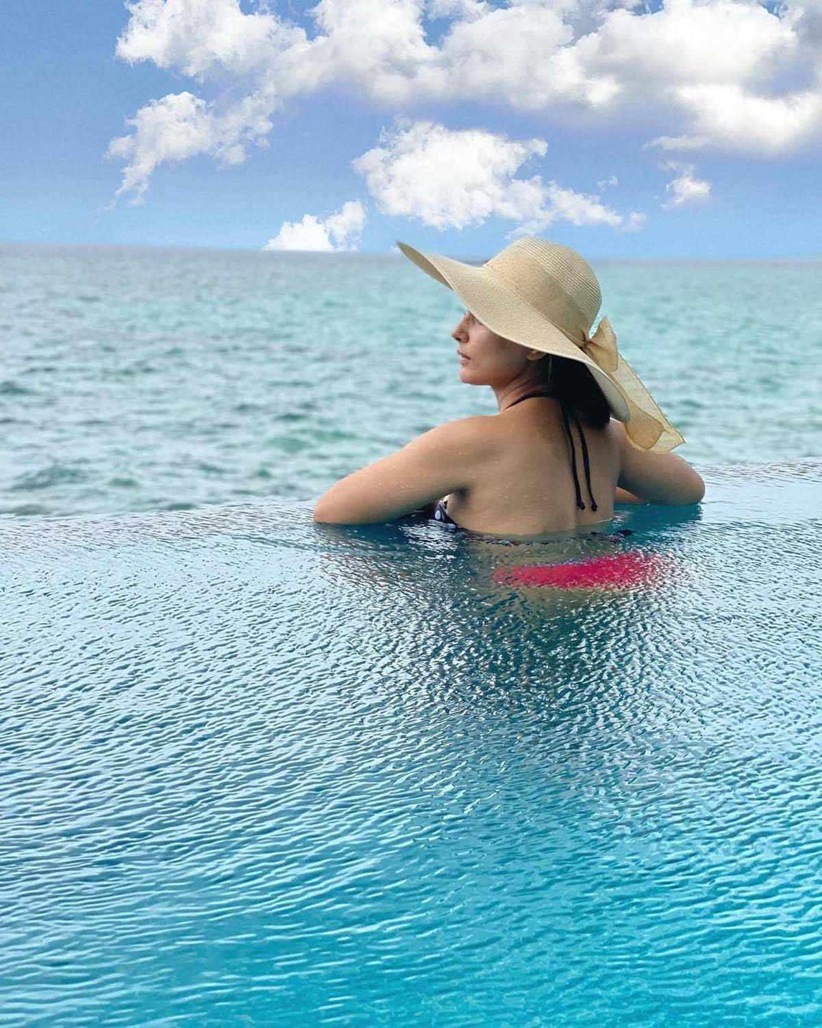 Hina Khan's Maldives vacation pictures will make you hit the beach!