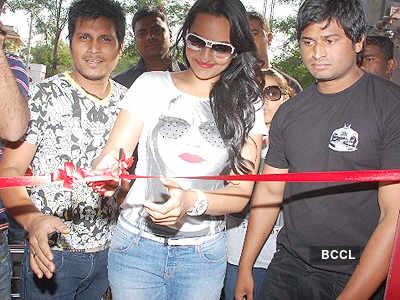 Sonakshi @ store launch