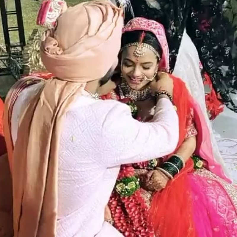 Wedding pictures of Bollywood actor & choreographer Punit Pathak go viral