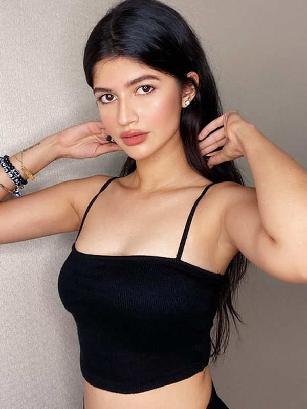 Varun Dhawan's glamorous niece Anjini Dhawan can surely give newcomers a run for their money | Photogallery - ETimes