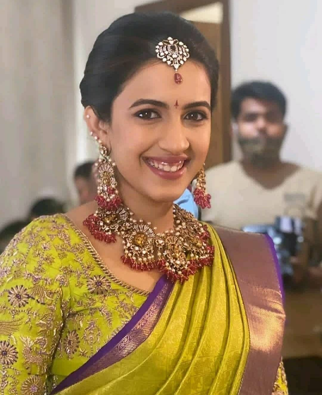 Earthy, neutral tones, textured hair and dewy, fresh skin: Niharika Konidela's makeup and hair do for NisChay's wedding decoded | Telugu Movie News - Times of India