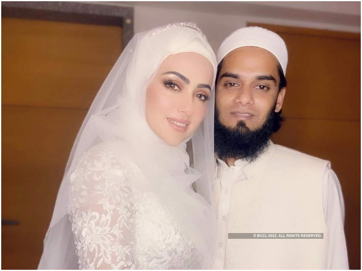 Sana Khan and Maulana Anas Saiyad