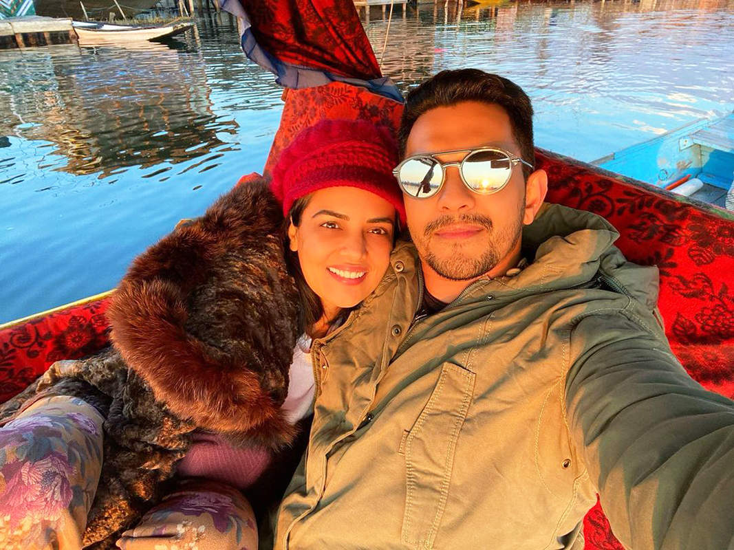 Aditya Narayan & wife Shweta enjoy snow bike ride on their honeymoon