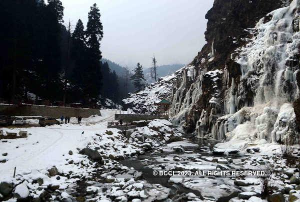 Severe cold wave sweeps Kashmir Valley