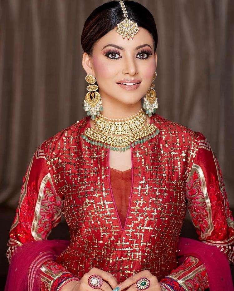 Urvashi Rautela Pulls Off A Long Gutt Inspired By Aishwarya Rai's Look In 'Hum Dil De Chuke Saman'