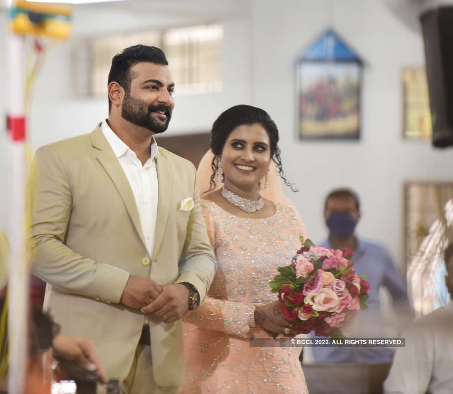 Malayalam actress Roshna Ann Roy ties the knot with Kichu Tellus
