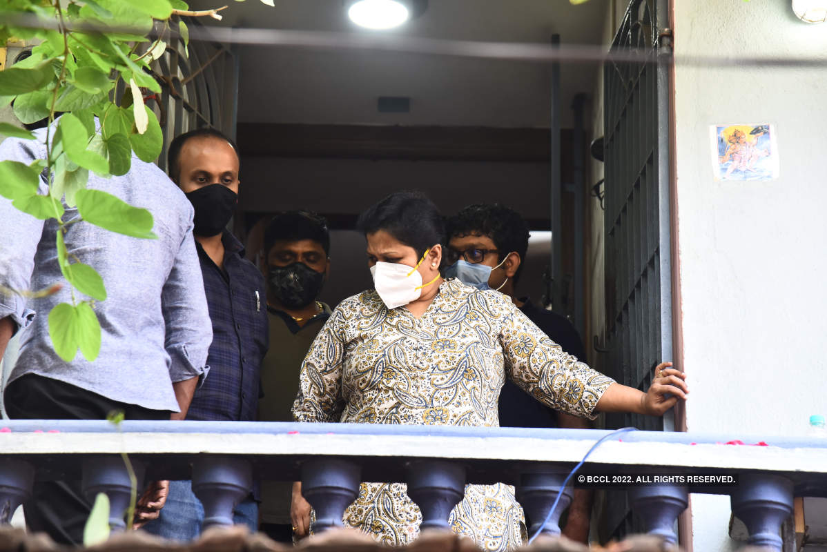 Kollywood celebs pay their last respects to director Siva's father
