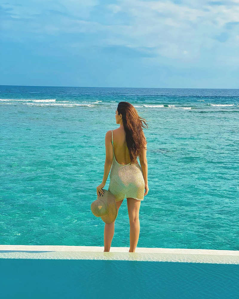 Kiara Advani is making heads turn with her new vacation picture from Maldives