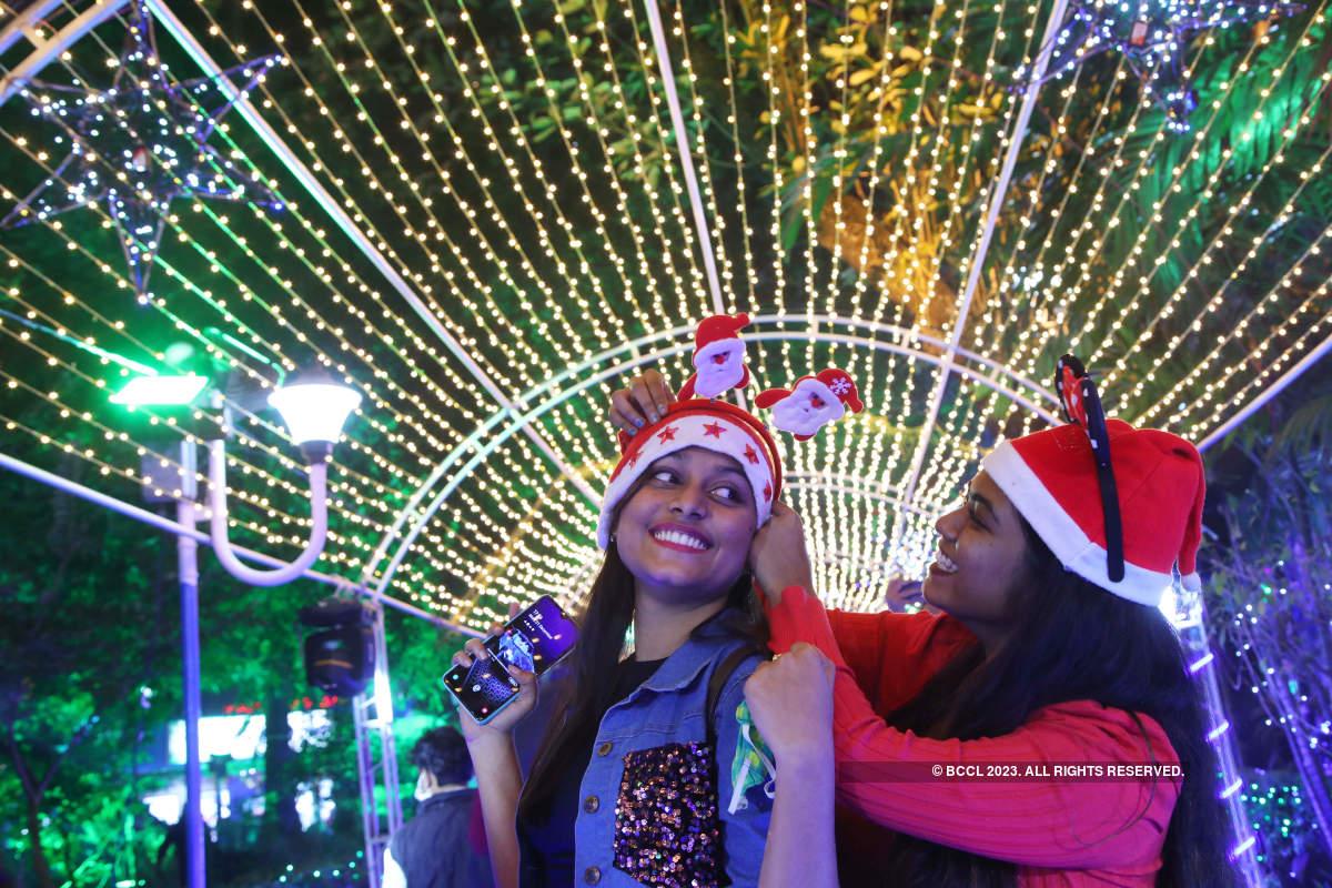Park Street decks up for Christmas carnival
