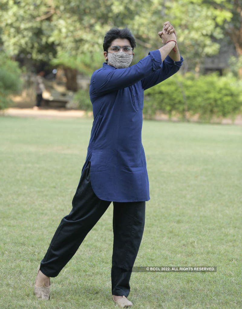 Actor Malhar Thakar gears up for Navratri