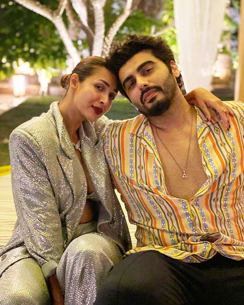 Romantic pictures of Arjun Kapoor and ladylove Malaika Arora from their New Year party