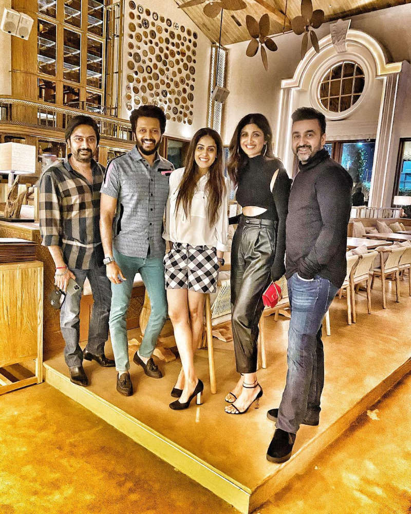 Shilpa Shetty invites Genelia and Riteish Deshmukh to her new Mumbai restaurant