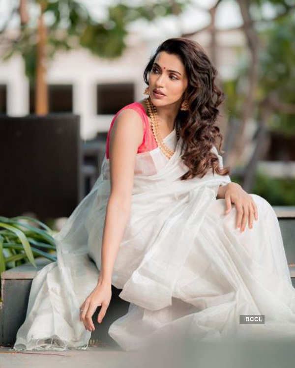 Akshara Gowda turns up the heat with her bewitching photoshoots