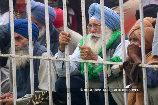 Farmers continue protest amid rain, cold wave