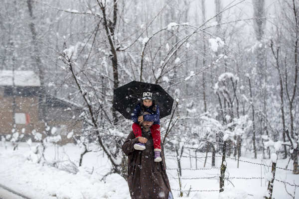 Kashmir, Himachal receive fresh snowfall