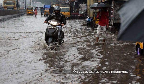 Moderate to heavy rain lashes parts of India