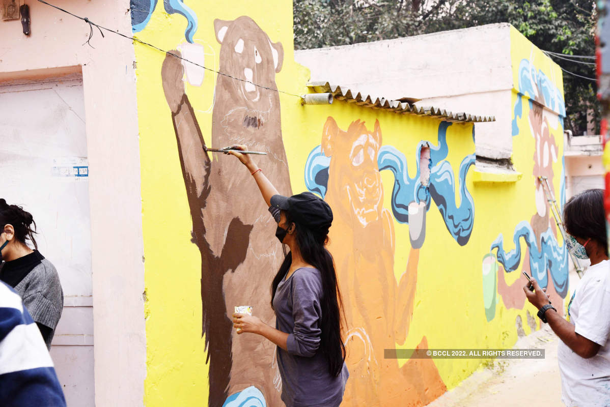 Delhi artists & Finnish embassy collaborate to beautify Khan Market walls